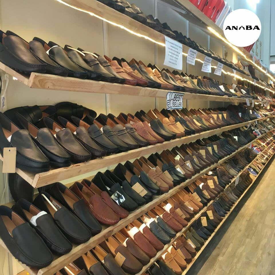 Nên mua giày bán sẵn hay giầy đóng theo mẫu