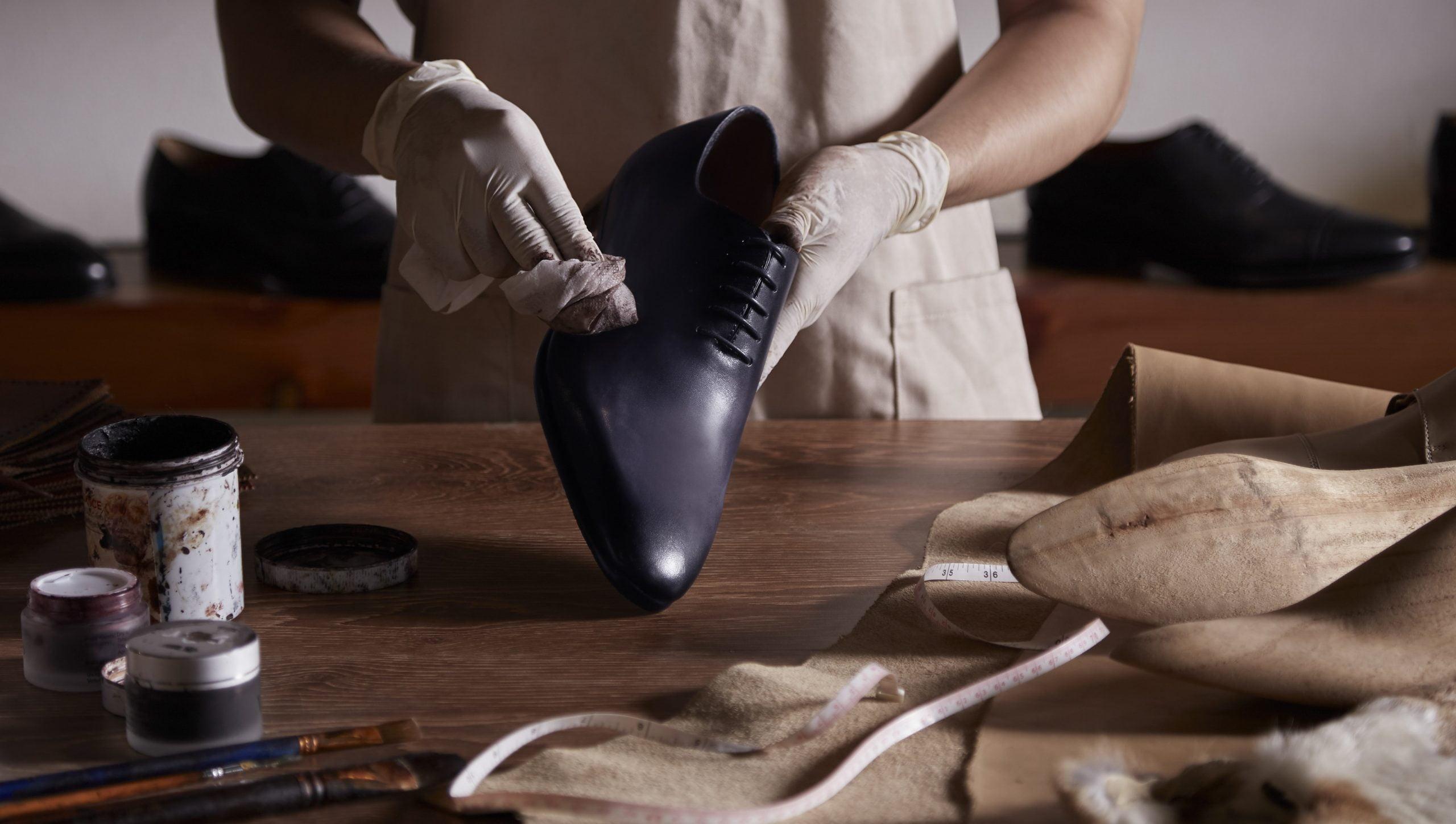 Lựa chọn các xưởng giày có thể giúp bạn an tâm hơn