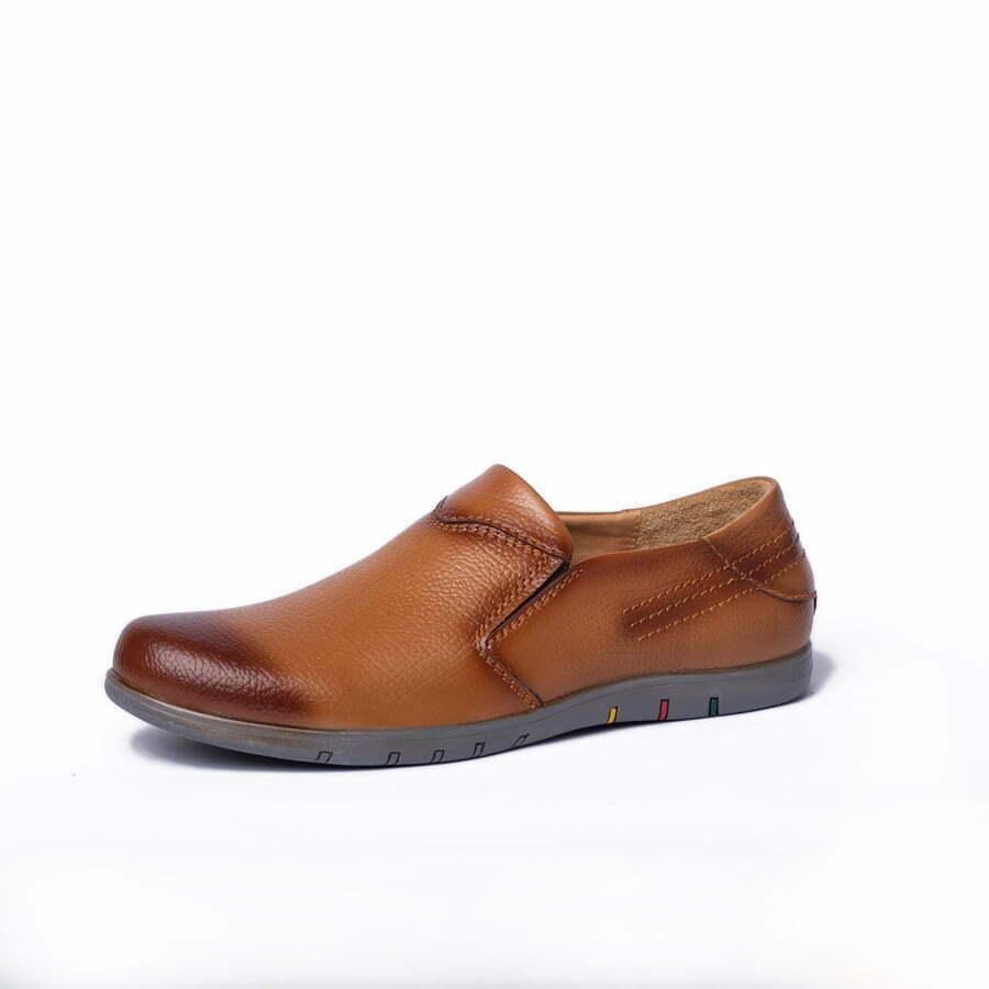 Với giày da mọi nam hàng hiệu AB - MO03 tạo nên vẻ ngoài lịch lãm, nam tính nhưng cũng không kém phần năng động.