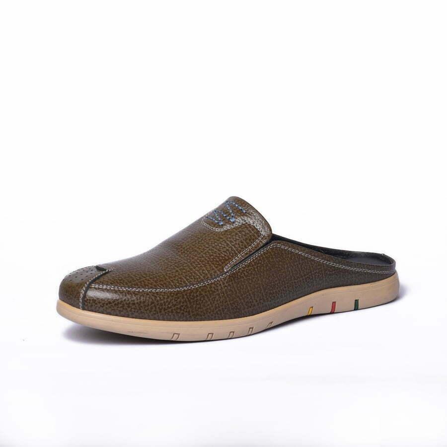 Dép Sabo Da AB-SB01 là sản phẩm hot nhất thế giới giày An Ba. Thuộc dạng giày mọi không gót dành cho nam, thiết kế form giày ôm sát chân và đế cao su cao cấp, chất lượng